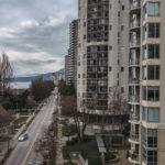 Вид с моста на жилые кондоминиумы