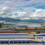Вид на железнодорожные пути и Ванкувер Харбор